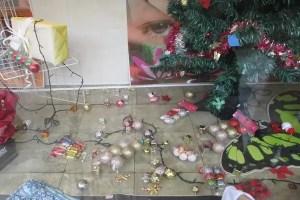 Vidriera con adornos de Navidad (foto tomada de internet)