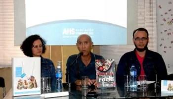 La editora Irela Casañas, el periodista Joaquín Borges Triana (al centro) y José L. Baujin, de Editorial La Luz (foto del autor)