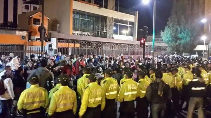 Resultado de imagen para indigenas agreden a manifestantes embajada cuba