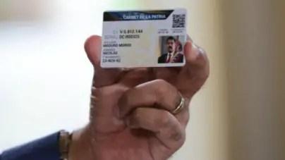 """Maduro presenta la versión venezolana de la """"libreta de abastecimiento"""""""