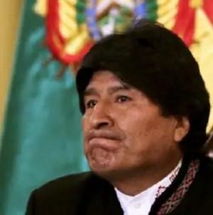 Militantes del MAS le lanzan una silla a Evo Morales en plena reunión