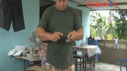 El duro oficio de un talabartero cubano