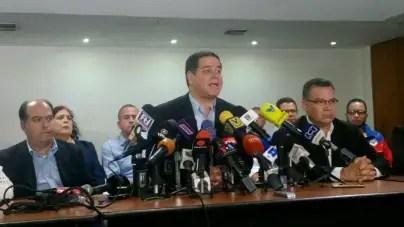Críticas internas en la oposición venezolana ante la continuidad del diálogo