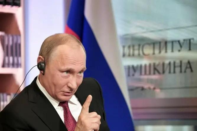 """Putin declara """"agentes extranjeros"""" a tres periodistas y dos activistas rusos"""