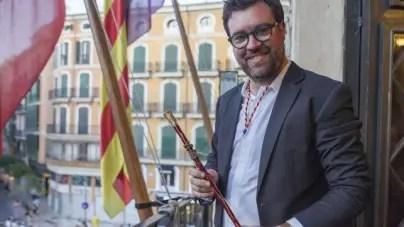 Denuncian al alcalde de Palma por ceder la silla de Maceo a Cuba