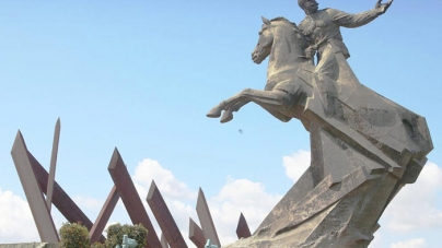 Olvido y adoctrinamiento sobre la tumba del general Antonio