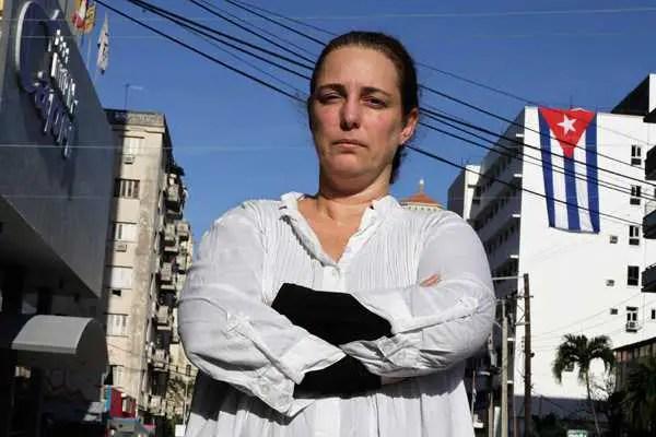 """Tania Bruguera denuncia dolores de cabeza a causa de sonido """"electrónico"""""""