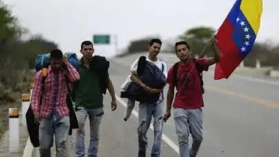 Miles de venezolanos huyen a Colombia ante la falta de comida
