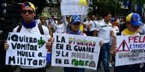 Venezolanos apoyarían intervención militar extranjera contra Maduro, según encuesta
