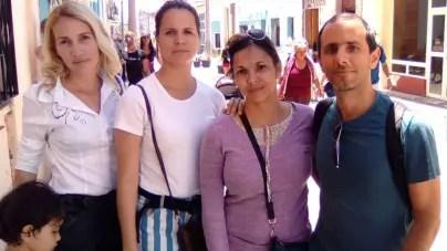 Impiden salir del país a tres miembros de La Hora de Cuba