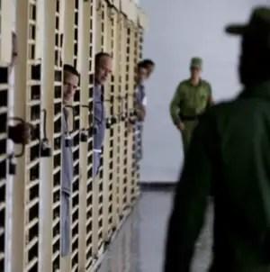 Ofrecen prebendas a presos que entregan armas de fuego en Cuba