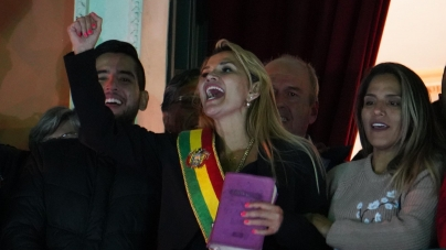 Senadora Jeanine Áñez asume la presidencia provisional de Bolivia