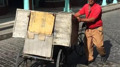Vendedores de pan en Cuba: un oficio de enfermos y jubilados