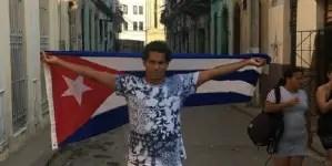 Oficialismo arremete contra Luis Manuel Otero por subasta de bandera cubana