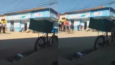 En plena pandemia una tienda en Bejucal tira pollo congelado contra la calle