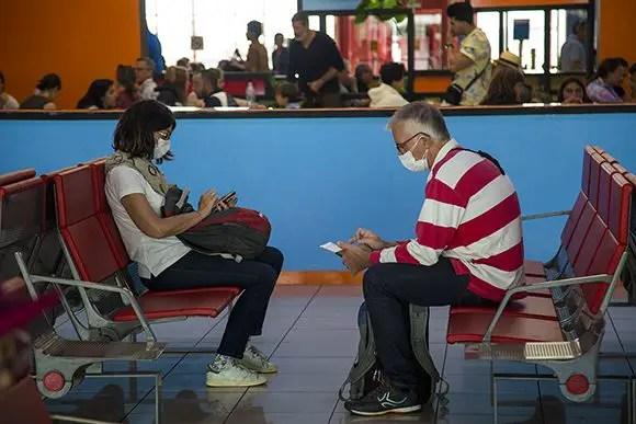 Cubanos varados en el exterior podrán pedir prórroga hasta octubre de 2021