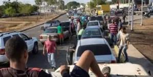 Tiroteo en cola para comprar gasolina deja a una policía muerta en Venezuela