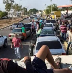 Denuncian al ejército venezolano por vender gasolina de manera ilegal
