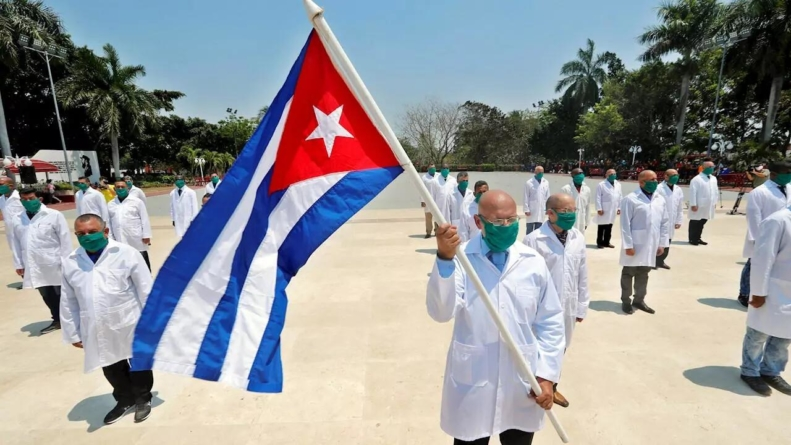 Régimen cubano enviará 500 médicos este fin de semana a México