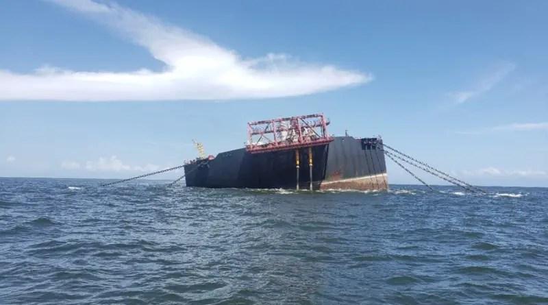 Inminente hundimiento de buque venezolano crea alarma en el Caribe