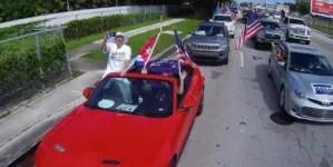 Miles recorren Miami en caravana anticomunista a favor de Trump