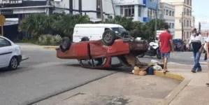 Choque entre camioneta y auto Moscovich deja un herido en La Habana