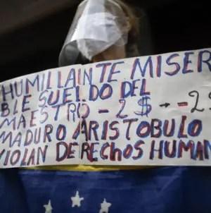 """Docentes exigen a Maduro """"un sueldo justo para quedarme en mi país"""""""