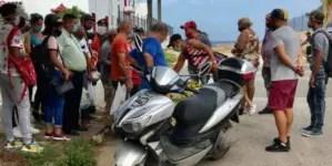 Cuba: Policía obliga a carretillero a vender sus productos a precios topados