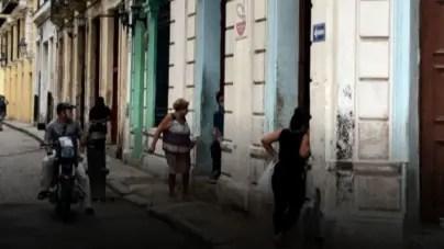 Evacúan familias en La Habana por derrumbe denunciado desde el CDR