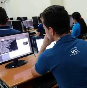 Facebook y Twitter desactivan cuentas falsas vinculadas al régimen cubano
