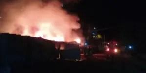 Incendio en Holguín destruye varios vehículos y deja un lesionado