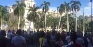 Gritos, golpes y escupitajos: el lenguaje del poder en Cuba