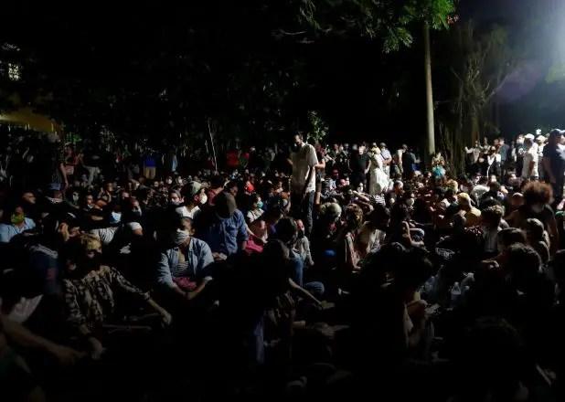 ¿Es posible el diálogo bajo cerco policial y gases lacrimógenos?