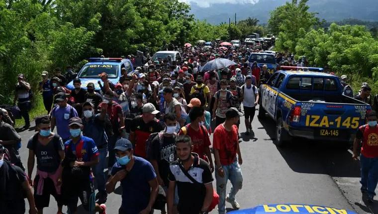 Soldados en Centroamérica intentan detener caravanas de migrantes