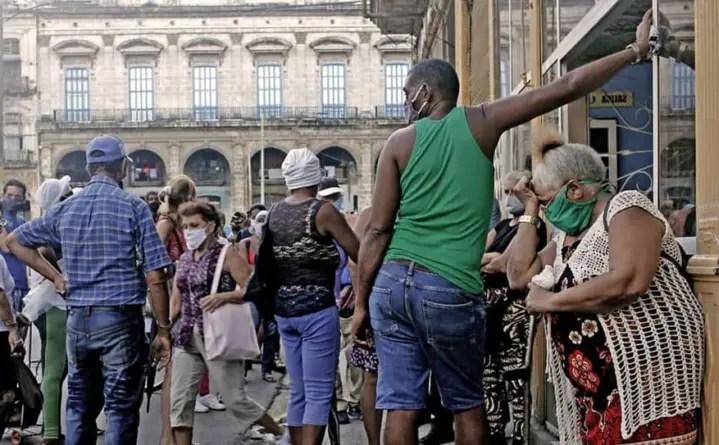 """""""La situación es muy compleja"""": Cuba suma 735 nuevos contagios por COVID-19"""