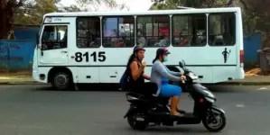 El gobierno cubano desmantela y vende motorinas decomisadas