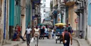 Cuba marca nuevo máximo con 910 casos y endurece medidas de entrada al país
