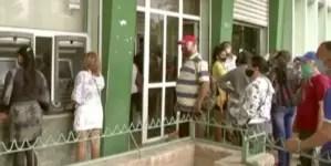 """""""Esto es una estafa"""", empleados estatales cubanos se niegan a aceptar CUC"""