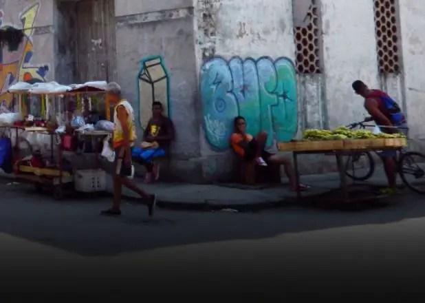 En Cuba el pueblo vive del invento y los gobernantes del cuento