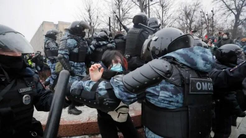 Casi 3300 detenidos en Rusia durante protestas en contra de Putin