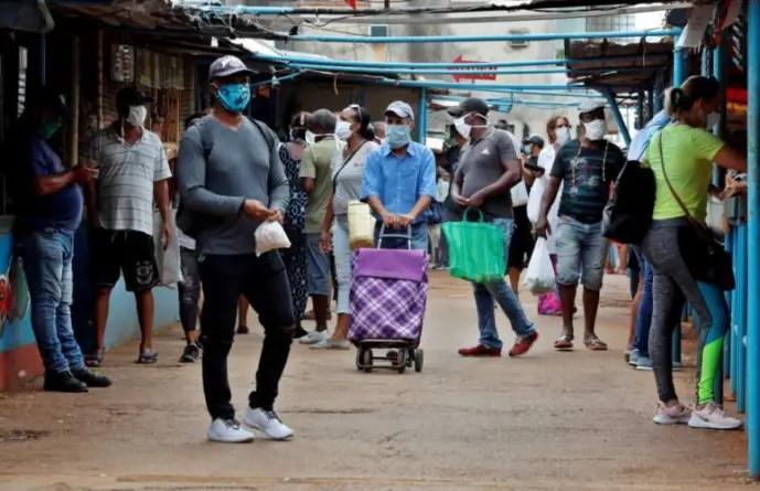 Régimen cubano elimina lista de trabajos permitidos en el sector privado