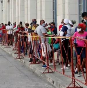 """Cuba reporta 727 casos de COVID-19: """"Se mantiene la transmisión muy alta"""""""