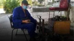 """""""Para la comida y nada más"""": cuatro oficios que sostienen la vejez en Cuba"""
