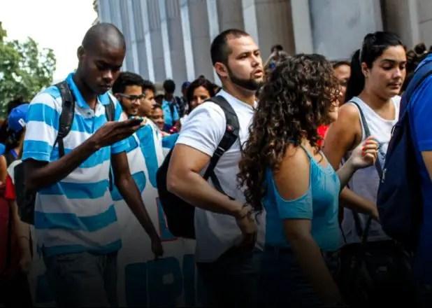 """""""Irnos de Cuba"""": la verdadera espontaneidad de los jóvenes estudiantes"""