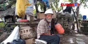 Campesino que perdió su vivienda por huracán Ike sobrevive bajo un árbol