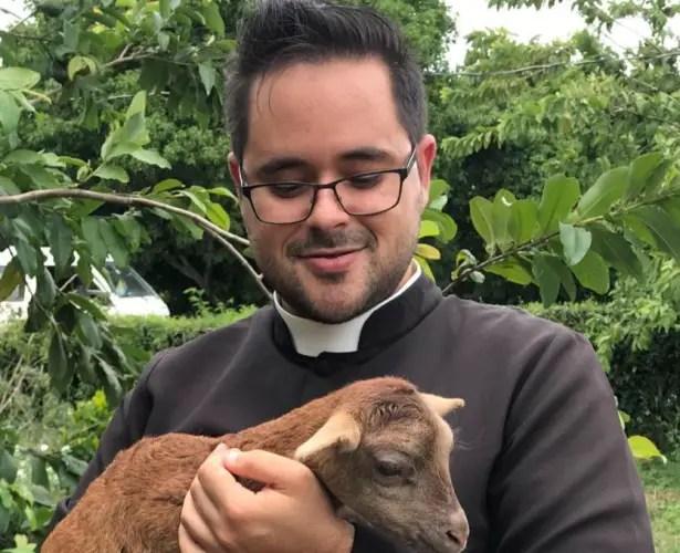 sacerdote política Cuba