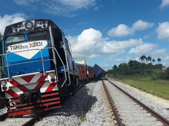 Hasta 24 años de cárcel para cubanos acusados de descarrilar tren en la Isla
