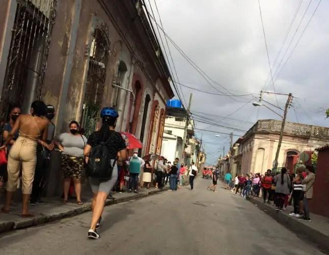 """Tienda MLC """"Variedades Siboney"""", Santa Clara, Cuba"""