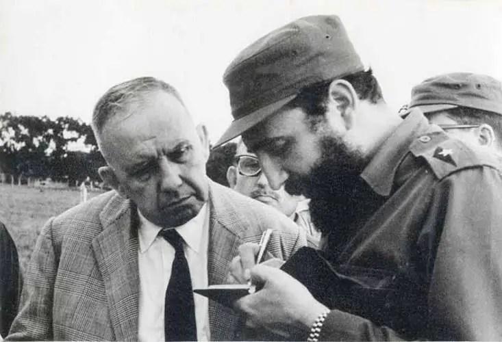 Fidel Castro junto a André Voisin
