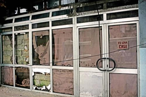A falta de vivienda los cubanos ocupan locales abandonados como este en La Habana. Foto P. Chang (1)